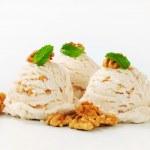 Walnut ice cream — Stock Photo #39921303