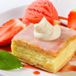 Custard (Vanilla) Slice with strawberries and ice cream — Stock Photo #39922395