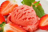 Strawberry sherbet — Stock Photo