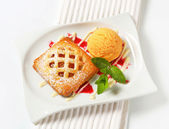 Little apricot pie with ice cream — Stock Photo