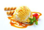 Ice cream with caramel sauce — Stock Photo