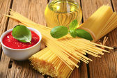 Dried spaghetti, tomato puree and olive oil — Stock Photo