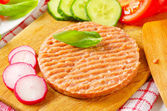 Raw minced meat patty and vegetables — Foto Stock