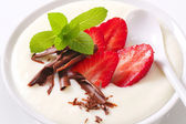Milk pudding with strawberries — Stock Photo
