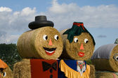 Two figures made out of straw bales — Stockfoto