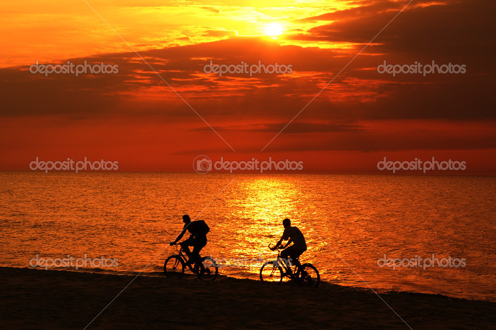 Riding a bike at the sunset — Stock Photo #12804011