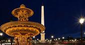 Fontein op de place de la concorde in Parijs bij nacht, Frankrijk — Stockfoto