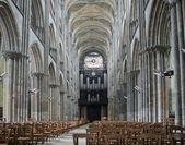 Interiér gotická katedrála v rouen, francie — Stock fotografie