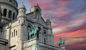 Basilikan på sacred heart i paris, Frankrike体育羽毛球图标旧纸张纹理和背景 — Stockfoto