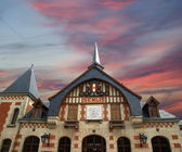 The station building in the Gothic style. France, Senlis — Stock Photo