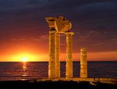 Apollo Temple at the Acropolis of Rhodes at night, Greece — Stock Photo