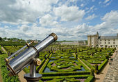 Telescope viewer and Villandry chateau and its garden, France — Stock Photo