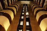 Liften in atrium van hotel center — Stockfoto