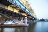Moscow River, Luzhnetskaya Bridge (Metro Bridge) and promenade. Moscow, Russia — Zdjęcie stockowe