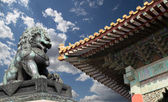 Bronze Guardian Lion Statue in the Forbidden City, Beijing, China — Foto de Stock