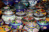 Traditional Chinese vases at a Chinese market — Stockfoto