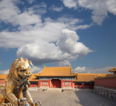 Bronze Chinese dragon statue in the Forbidden City. Beijing, China — Stock Photo