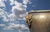 Large bronze bowl to extinguish fire with image Chinese dragon statue in the Forbidden City. Beijing, China — Photo