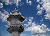 On the territory Giant Wild Goose Pagoda or Big Wild Goose Pagoda, is a Buddhist pagoda located in southern Xian (Sian, Xi'an) — Stockfoto