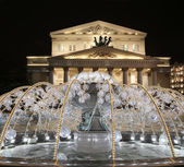 Electric fountain at night, lighted during christmas near the Bolshoi Theatre (Large, Great or Grand Theatre, also spelled Bolshoy), Moscow, Russia — 图库照片