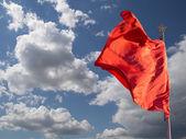 Banderas rojas en la Plaza tiananmen--es un cuadrado grande de la ciudad en el centro de beijing, china — Foto de Stock