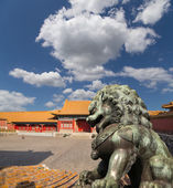 Bronze Guardian Lion Statue in the Forbidden City, Beijing, China — Stock Photo