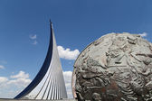 Conquerors of Space Monument in the park outdoors of Cosmonautics museum, Moscow, Russia — Stock Photo