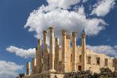 Temple of Zeus, Jordanian city of Jerash  (Gerasa of Antiquity), capital and largest city of Jerash Governorate, Jordan — Stock Photo