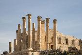 Templo de zeus, la ciudad jordana de jerash (gerasa de la antigüedad), capital y ciudad más grande de la gobernación de jerash, jordania — Foto de Stock