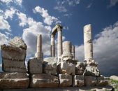 Temple of Hercules, Roman Corinthian columns at Citadel Hill, Amman, Jordan — Stock Photo