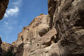 1.2km long path (Siq)  to the city of Petra, Jordan-- it is a symbol of Jordan, as well as Jordan's most-visited tourist attraction. Petra has been a UNESCO World Heritage Site since 1985 — ストック写真