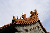 Traditionelle Dekoration des Daches eines buddhistischen Tempel, Peking, China — Stockfoto