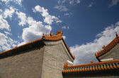 Traditional decoration of the roof of a Buddhist temple, Beijing, China — Foto de Stock