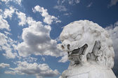 Stone Guardian Lion Statue in Beihai Park -- is an imperial garden to the northwest of the Forbidden City in Beijing, China — 图库照片
