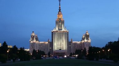 Lomonosov Moscow State University (at night), main building, Russia — Vídeo de stock
