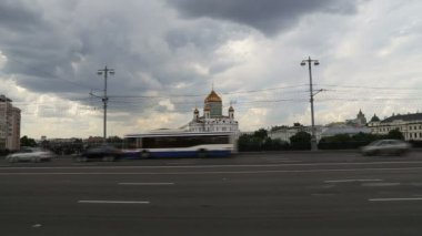 Christ the Savior Cathedral and Daily traffic, Moscow, Russia — Stockvideo