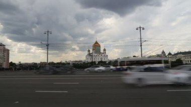 Christ the Savior Cathedral and Daily traffic, Moscow, Russia — Stok video