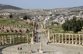 Forum (Oval Plaza)  in Gerasa (Jerash), Jordan.  Forum is an asymmetric plaza at the beginning of the Colonnaded Street, which was built in the first century AD — Stock Photo