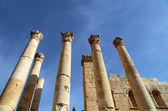 Roman Columns in the Jordanian city of Jerash (Gerasa of Antiquity), capital and largest city of Jerash Governorate, Jordan — Foto de Stock