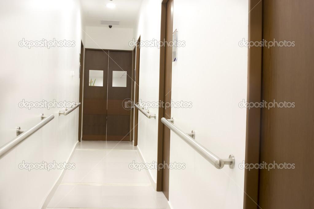 Gang interieur binnen een moderne ziekenhuis stockfoto for Binnen interieur