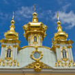 Peterhof Grand Palace against blue sky — Stock Photo