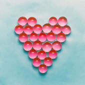 Red balls arranged in a heart shape. Happy valentines day backgr — Stockfoto