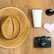 Top view of braided hat, pair of glasses, vintage camera, takeaw — Stock Photo