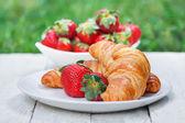 Breakfast outdoors — Stock Photo