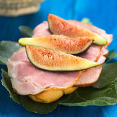 Fig and Ham Sandwich — Stock Photo
