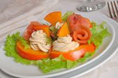Salmon salad with persimmon and cream cheese — Stock Photo