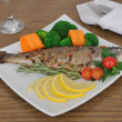 Baked sea bass with broccoli and carrots — Stock Photo