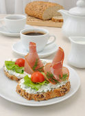 Appetizer with ham and ricotta — Stock Photo