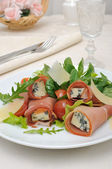 Rolls of jamon with blue cheese in the mix of lettuce with Parme — Stock Photo