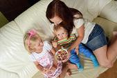 Mãe e seus filhos — Fotografia Stock